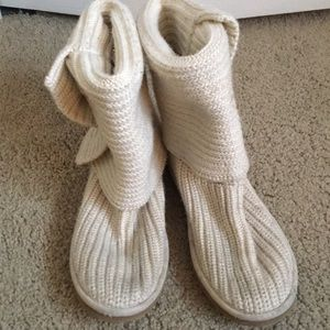 White/cream knit UGG boots